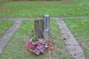 Grabmal aus Tombak und Stein (10)