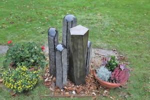 Grabmal aus Tombak und Stein (11)