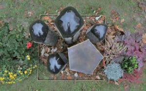 Grabmal aus Tombak und Stein (5)