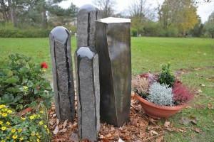 Grabmal aus Tombak und Stein (6)