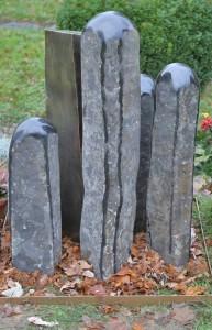 Grabmal aus Tombak und Stein (8)