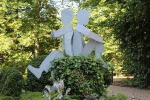 Skulpturen auf Baumstamm (4)