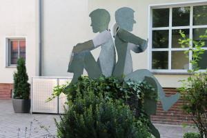 Skulpturen auf Baumstamm (5)