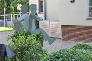 Skulpturen auf Baumstamm (9)